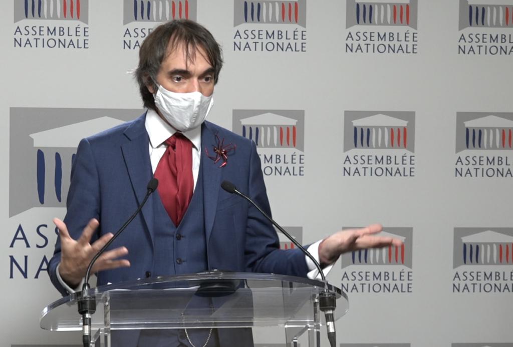 Cédric Villani présentant la proposition de loi sur le bien-être animal ©Horizon durable